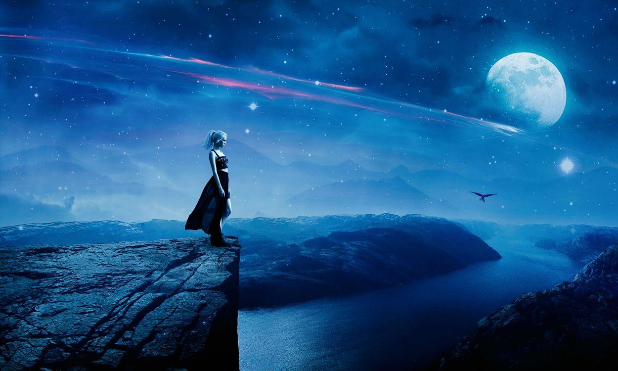Фото бесплатно космос, обрыв, скала, девушка, ночь, луна, звёзды, горы, птица, река, романтика, космос