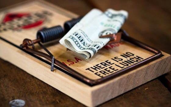 Photo free mousetrap, dollar, banknote