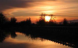 Бесплатные фото закат,небо,солнце,река,отражение,мост,деревья