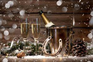 Фото бесплатно бокалы, новогодние обои, шампанское