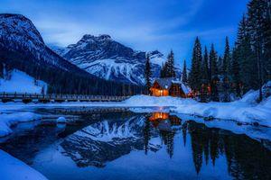 Фото бесплатно Banff National Park, Alberta, Canada, горы, река, домик, зима, пейзаж