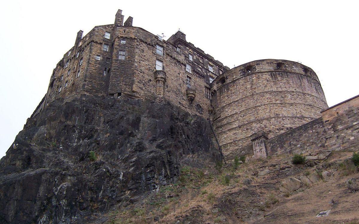 Фото бесплатно гора, скала, замок, крепость, окна, кладка, камни, стиль