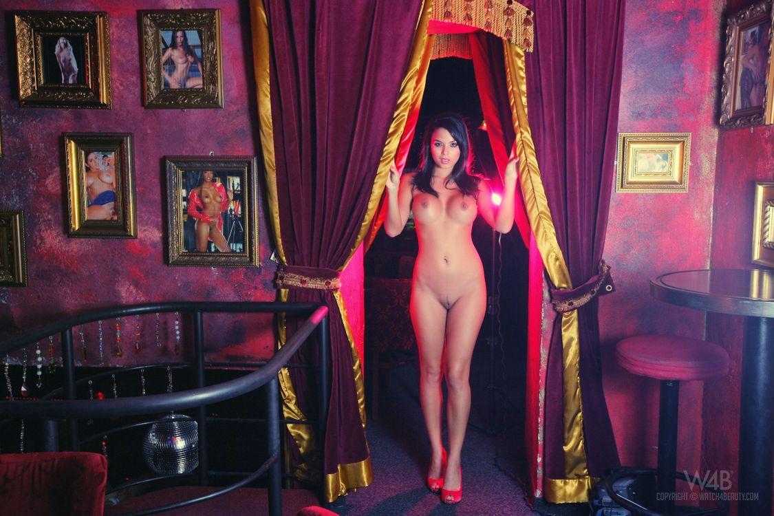 Смотреть секс в баре с грудастой встречается