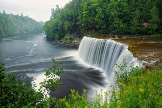 Фото бесплатно upper tahquamenon falls, luce county, michigan, река, водопад, лес, деревья, природа