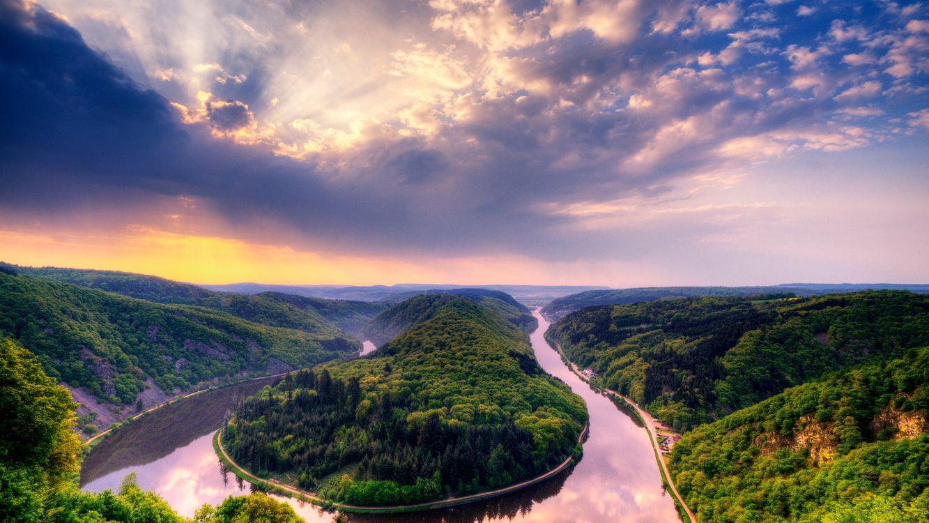 Фото бесплатно река, изгиб, холмы, сопки, растительность, небо, облака - на рабочий стол