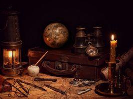 Фото бесплатно винтаж, карта, свеча, чемодан, глобус, фонарь, компас, бинокль, натюрморт