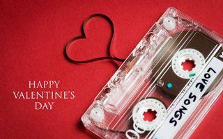 Заставки аудиокассета, пленка, сердце, надпись, с днем святого Валентина, фон красный