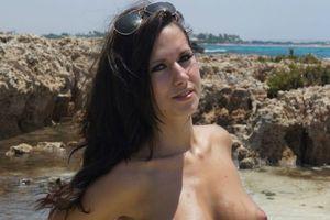 Заставки Amy,модель,натуральные прелести,пляж