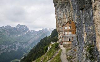 Бесплатные фото горы,скалы,дом,тропинка,лестница,деревья,трава