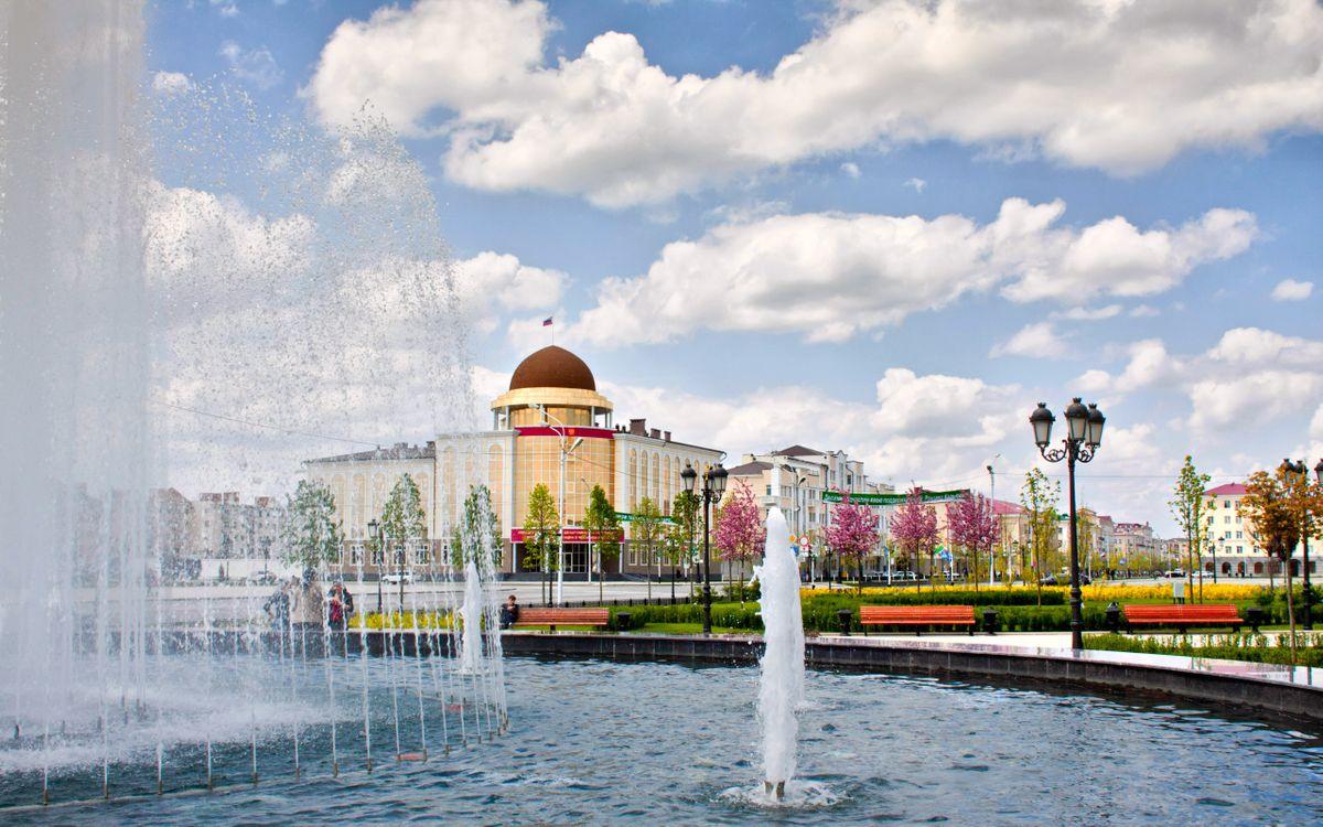 Фото бесплатно город, здания, фонтан, люди, площадь, город