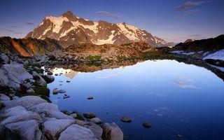 Бесплатные фото озеро,отражение,небо,облака,горы,камни,вершины