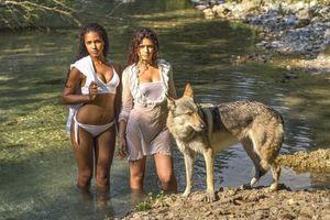 Бесплатные фото SAMIRA,GIULIA,девушки,модели,красотки,волк,девушки и волк