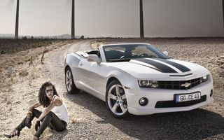 Бесплатные фото шевроле камаро,кабриолет,белый,фары,решетка,диски,девушка