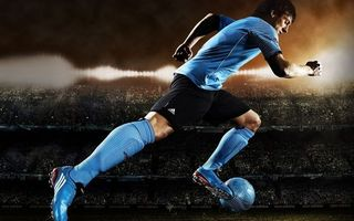 Бесплатные фото футболист,форма,бутсы,мяч,рывок