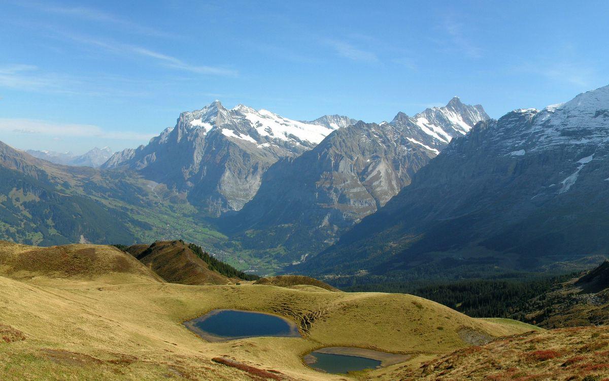 Фото бесплатно горы, озерца, трава, скалы, вершины, снег, небо, природа
