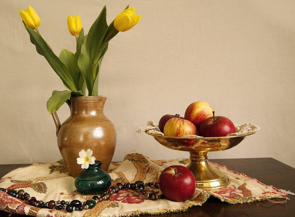 Фото бесплатно цветы, ваза, яблоки - на рабочий стол
