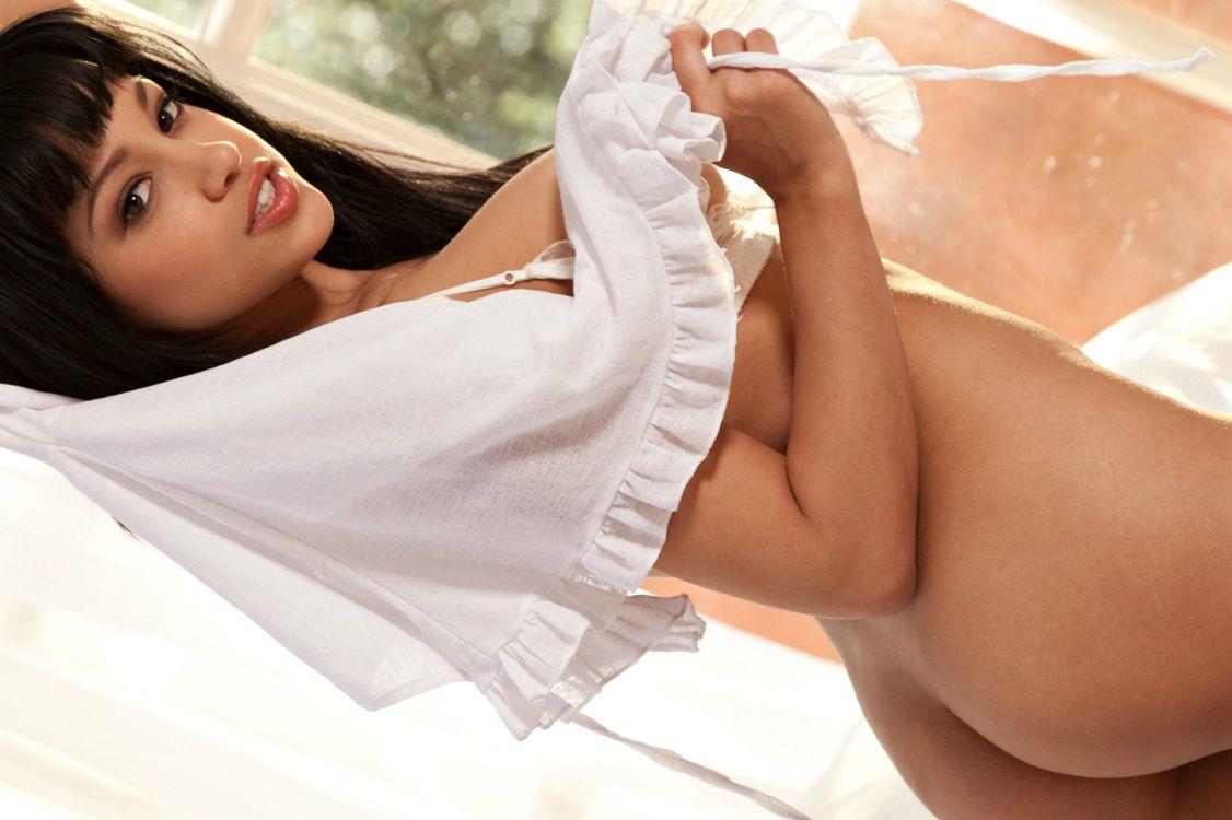 Обои Abella Anderson, красотка, в постели на телефон | картинки эротика