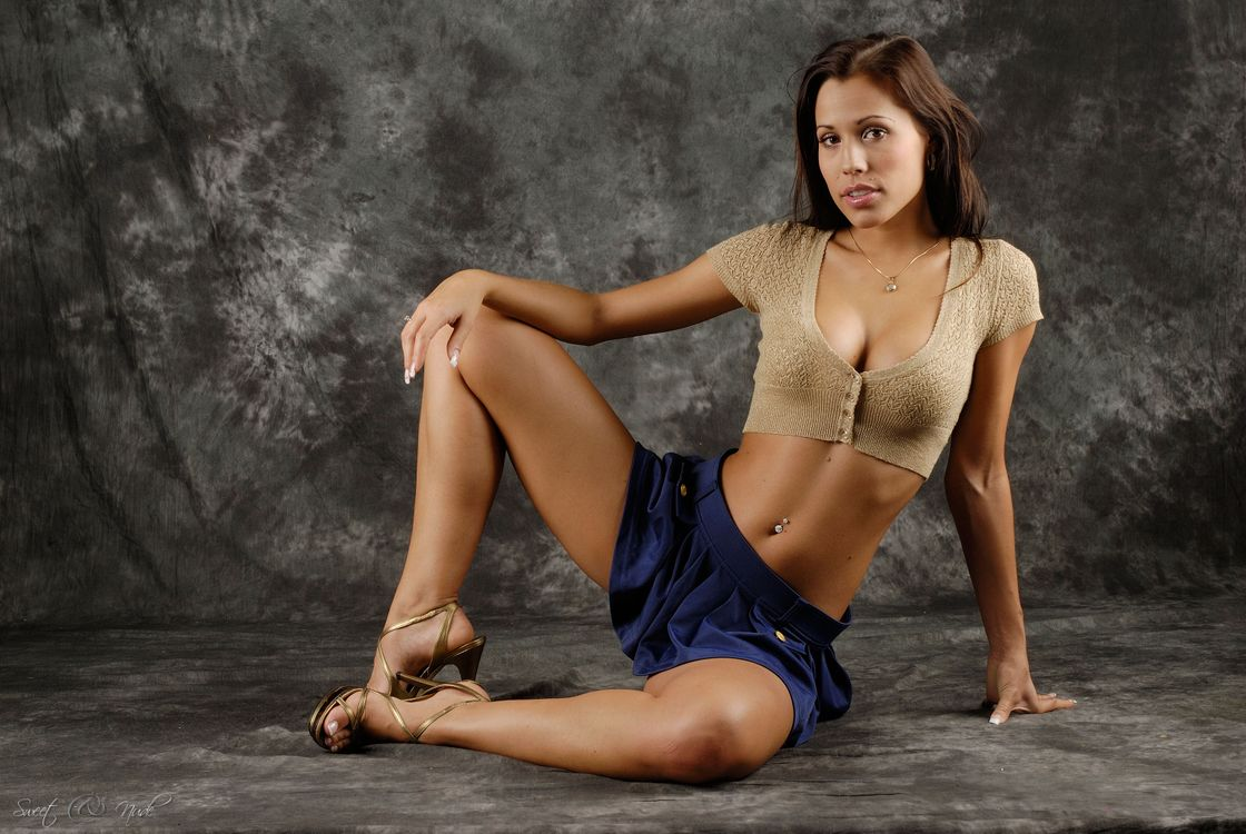 Обои Satin Bloom, Lucie B, девушка, модель, красотка на телефон | картинки девушки