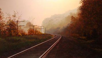 Бесплатные фото железная дорога,рельсы,шпалы,столбы,деревья,кустарник,туман