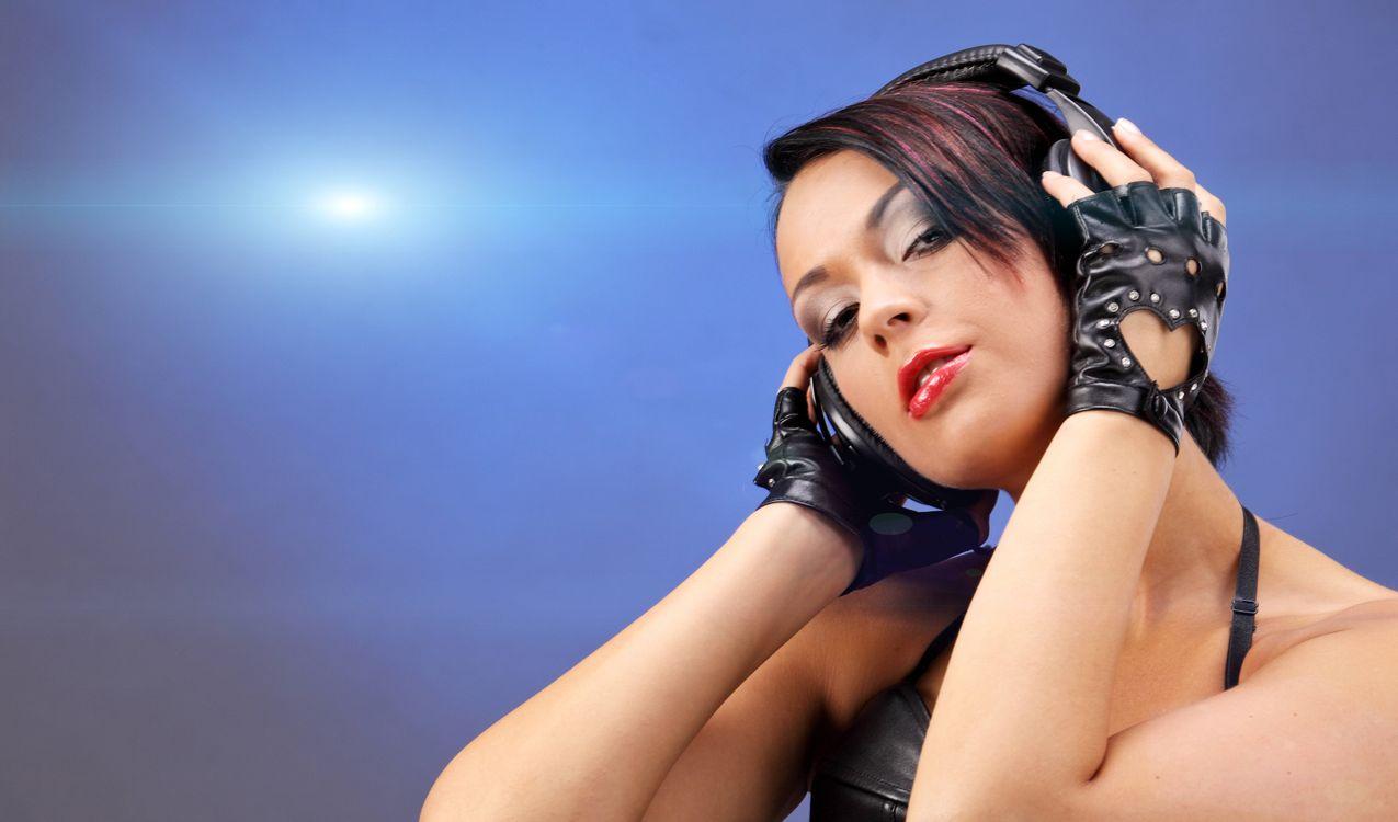 Фото бесплатно наушники, диско девушка, музыка - на рабочий стол