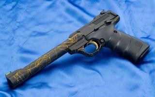 Заставки пистолет,черный,узор,желтый,ствол,курок,рукоять