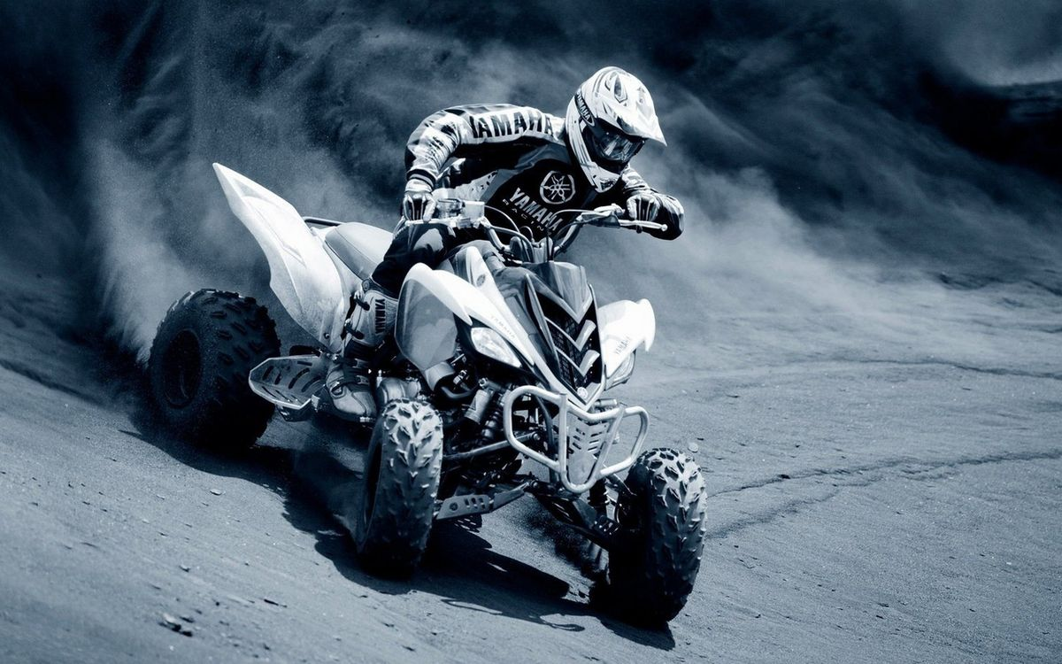 Фото бесплатно ралли, квадроцикл, гонщик, шлем, песок, скорость, пыль - на рабочий стол