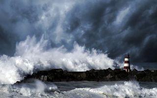 Заставки берег,маяк,море,шторм,волны,брызги,небо