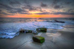Бесплатные фото закат, море, берег, волны, пена, камни, пейзаж