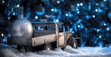 Бесплатные фото новогодняя игрушка,2016,самосвал,машинка