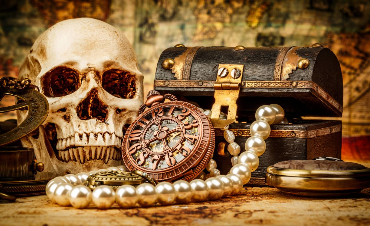 Обои натюрморт, композиция, череп, сундук, часы, бусы, предметы картинки на телефон