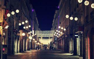 Бесплатные фото ночь,улица,люди,дома,здания,фонари,гирлянды