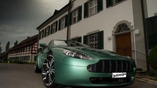 Фото бесплатно астон мартин, барракуда, зеленая, дома, дверь, окна, решетки