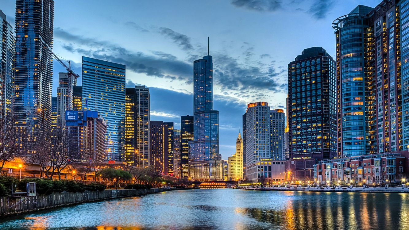 Обои Чикаго, вечер, небоскребы, огни, фанари на телефон | картинки город