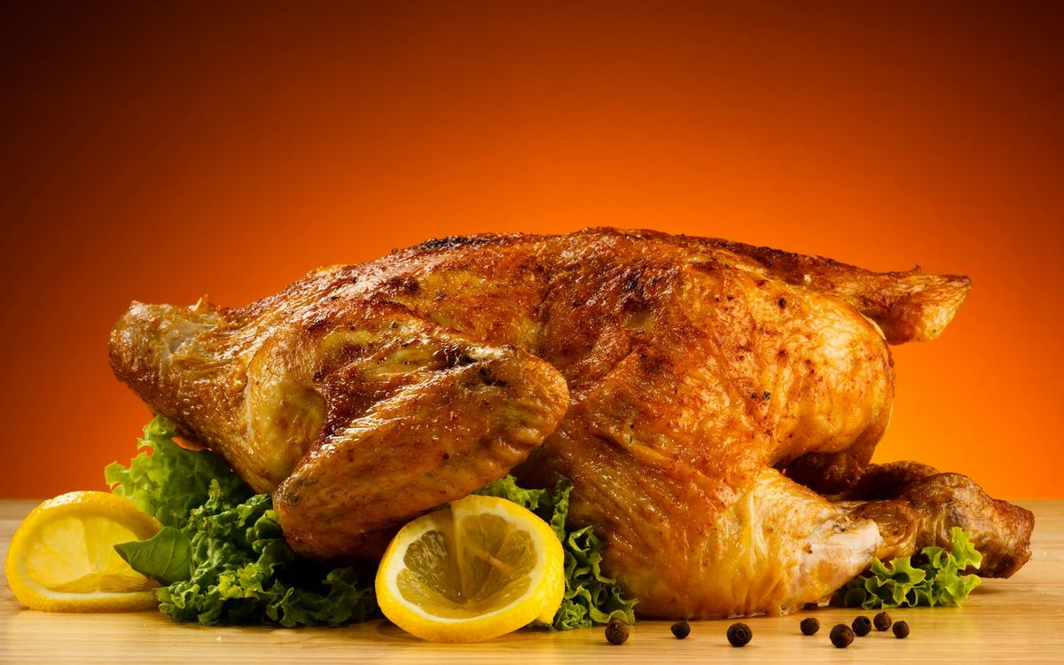 Фото бесплатно курица гриль, корочка, листья салата, лимон, дольки, еда