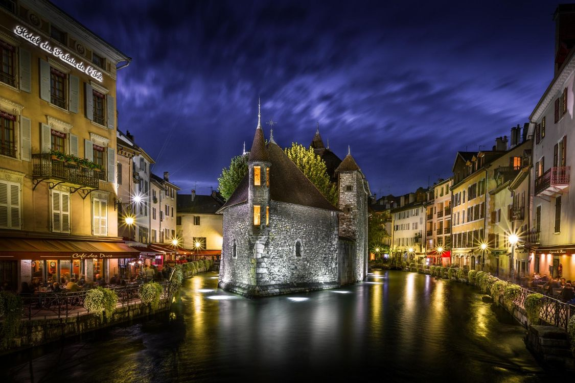 Photos for free Zamok de L Ile, Annecy, France - to the desktop