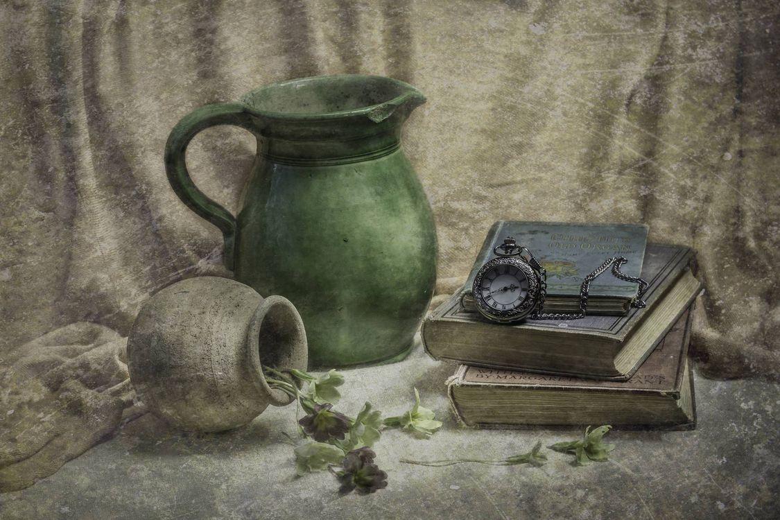 Фото бесплатно кувшин, книги, часы - на рабочий стол