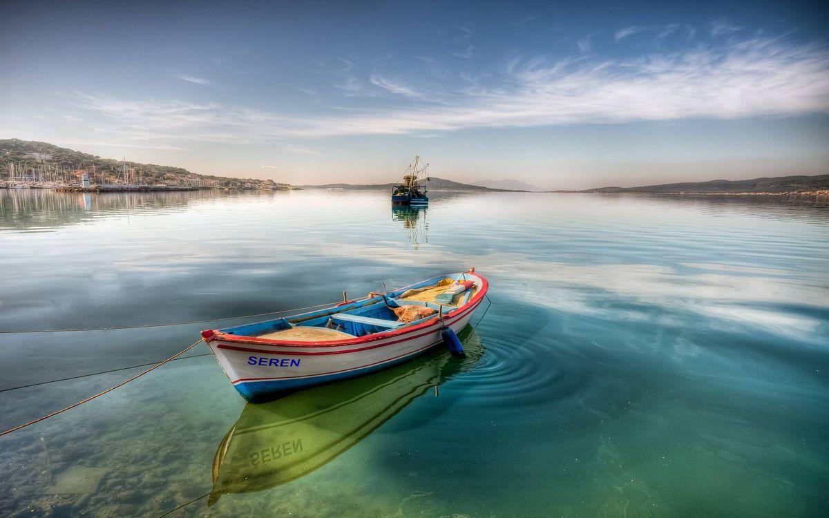 Фото бесплатно озеро, лодка, судно, берега, холмы, небо, пейзажи