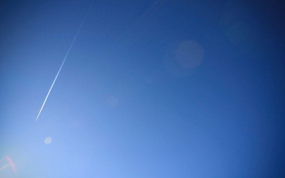 Фото бесплатно небо, голубое, самолет, полет, высота, след, авиация