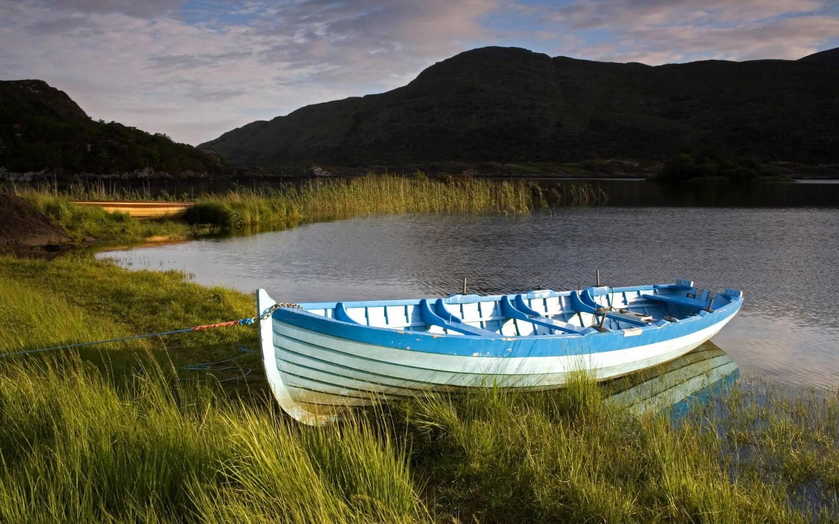 На лодке в горном озере  № 3062488 без смс