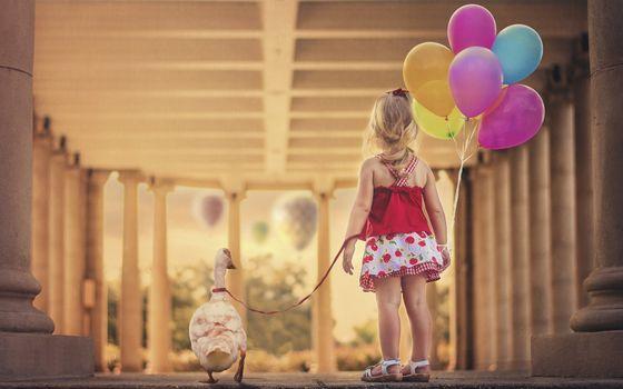 Бесплатные фото ребенок,девочка,воздушные шарики,поводок,гусь,друзья