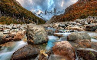 Бесплатные фото река,течение,камни,горы,деревья,трава,скалы