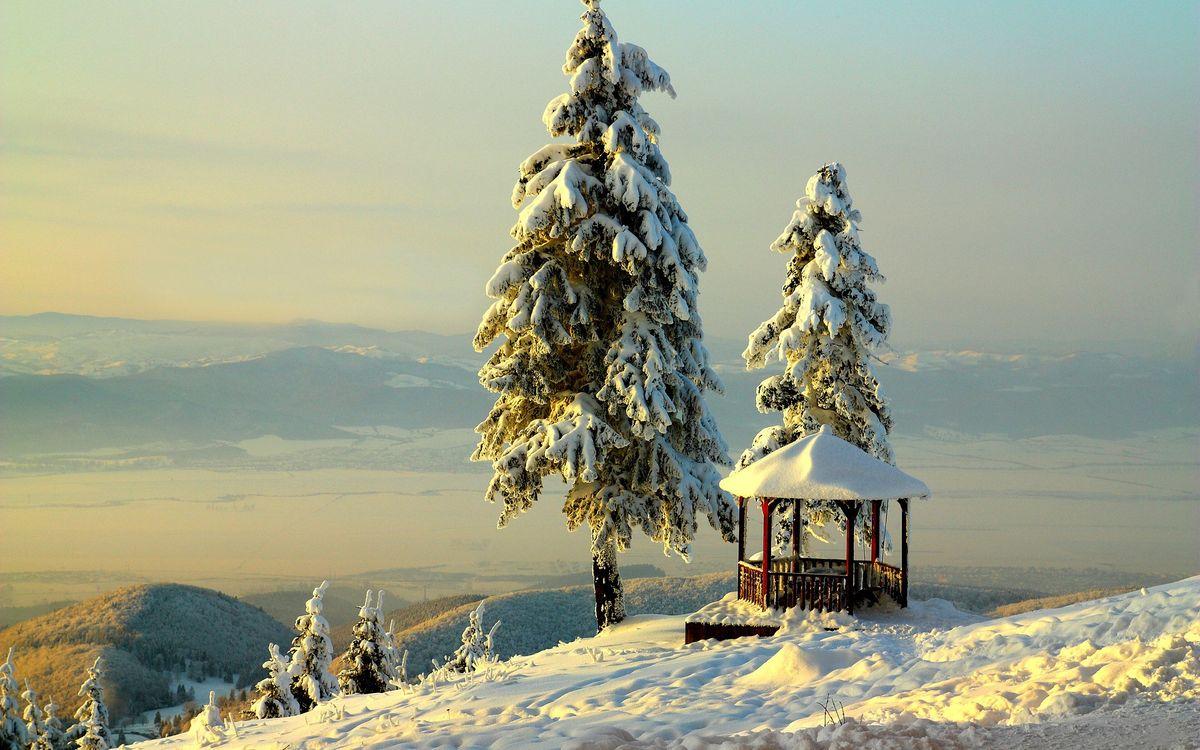 Фото бесплатно зима, снег, горы, беседка, елки, камни, валуны, долина, пейзажи