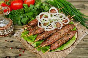 Фото бесплатно лук, люля-кебаб, зелень