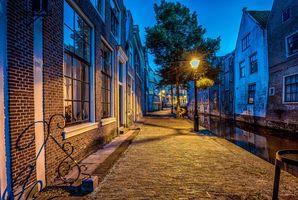 Обои Алкмар, Нидерланды, Северная Голландия, ночь, улица, фонари