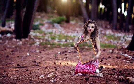 Бесплатные фото девушка,лес,фотосессия,рамка,зеркало
