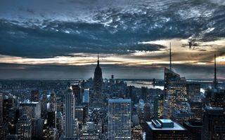 Бесплатные фото вечер,дома,высотки,окна,свет,улицы,река