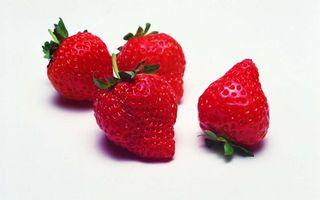 Бесплатные фото ягода,клубника,красная,хвостики,зеленые