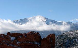Бесплатные фото горы,камни,красные,облака,вершины,снег,небо