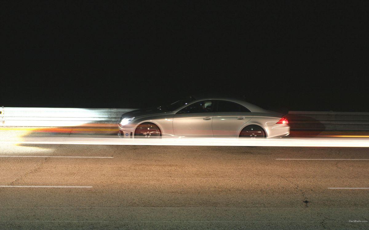 Фото бесплатно ночь, автомобиль, фары, свет, скорость, дорога, машины