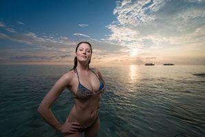 Фото бесплатно закат, купальник, море